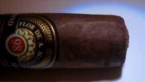 Robusto side shot.